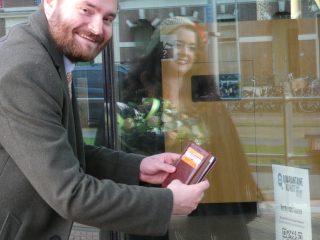 Bas Vollebregt en Kerdy van Vuuren openen digitaal QuarantaineKunst in Delft